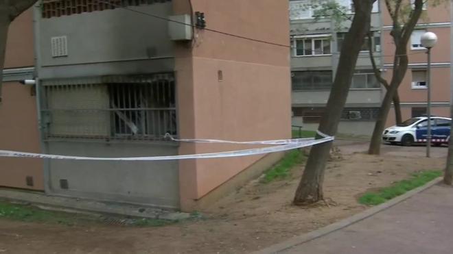 Muere una mujer por un incendio en el barrio barcelonés de Trinitat Nova.