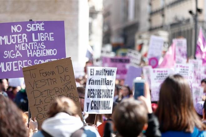 Santa Coloma alerta de que la pandemia ha hecho crecer la violencia machista y la precariedad de las mujeres