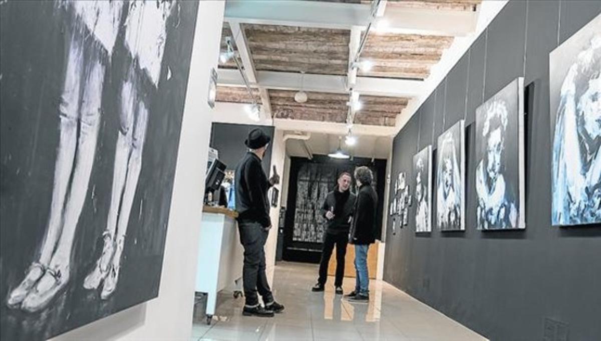 Piezas de la exposición de Miroir Noir en la galería Anaglifos, ayer.