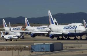Aviones estacionados en el aeropuerto de Teruel, en unacampa de Caudé.