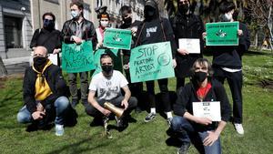 Manifestación frente a la sede de Spotify en Madrid que reclama justicia a la plataforma. EFE/ J.J. Guillén