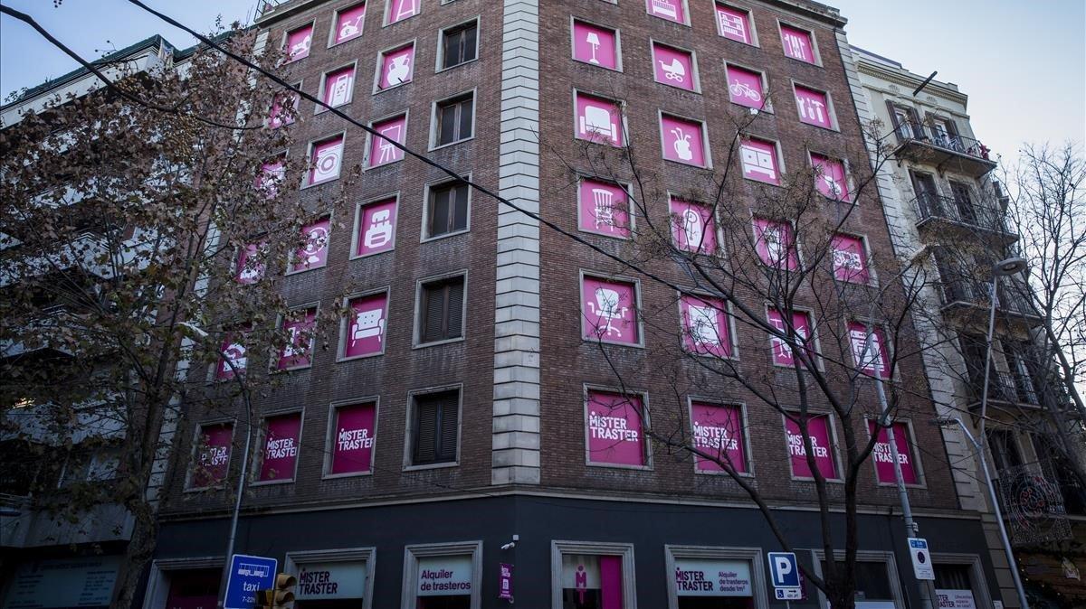 Una fachada entera para el trastero, en la calle de Castillejos.