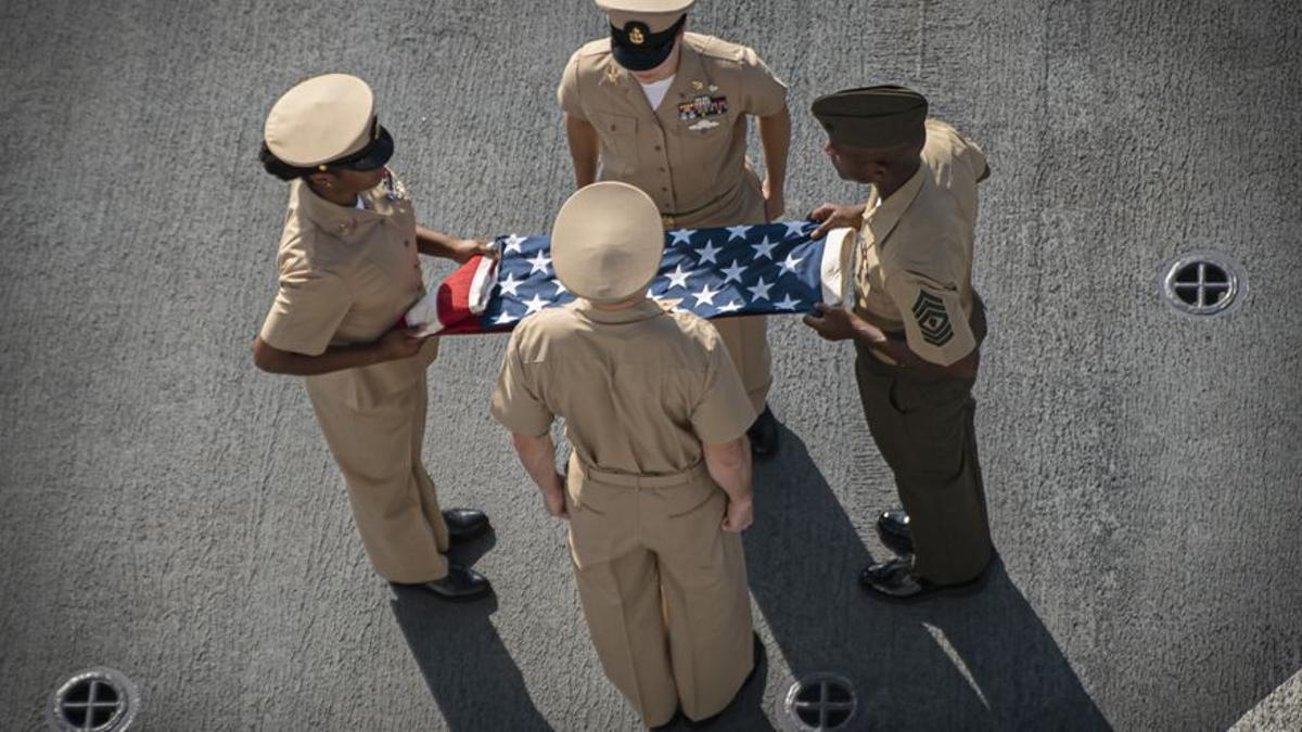Marines estadounidenses participan en una ceremonia en recuerdo a las víctimas de los atentados del 11 de septiembre en Nueva York