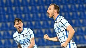 Eriksen celebra su gol al Crotone.