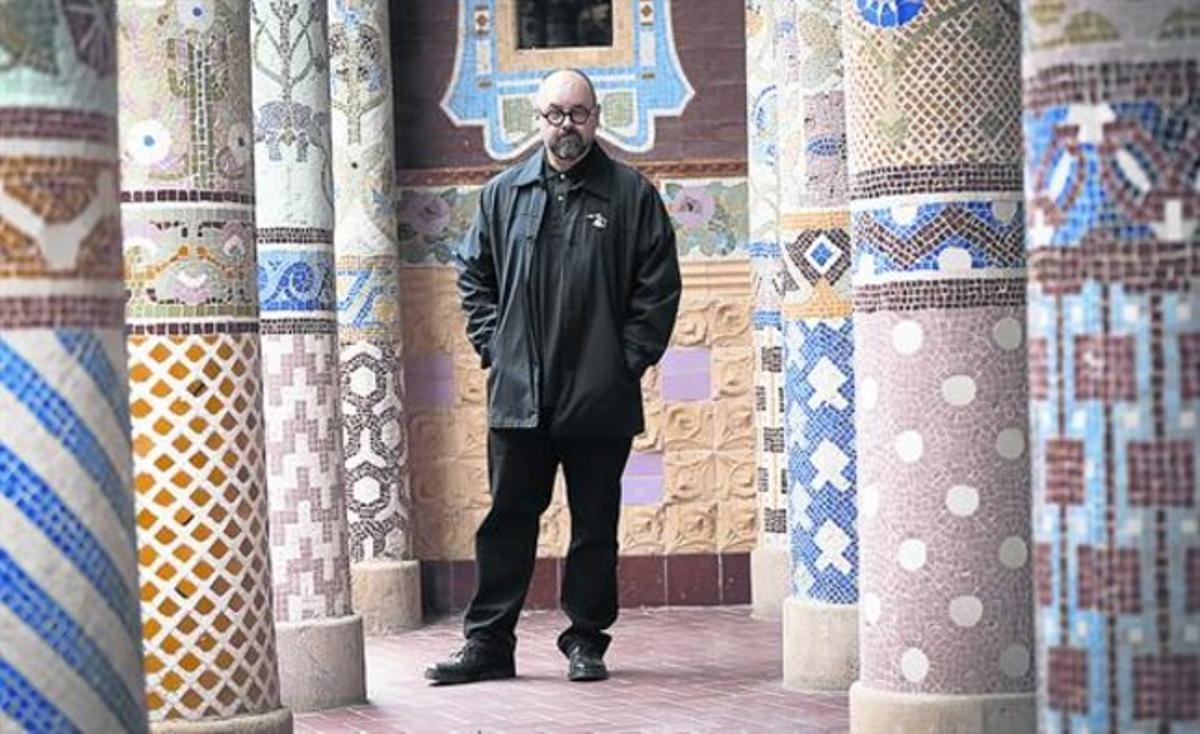 Visita a Barcelona 8 Carlos Ruiz Zafón, ahir, en un dels balcons del Palau de la Música.