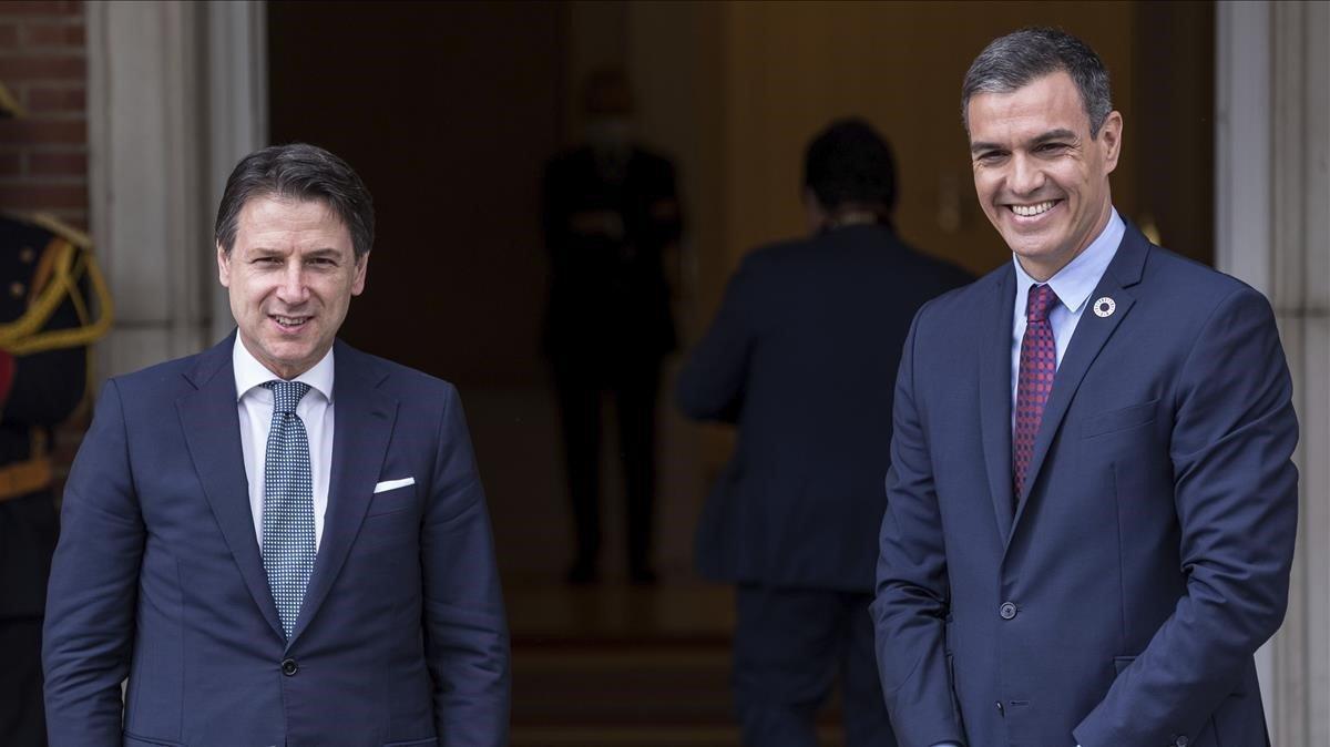 Conte, izquierda, con Sánchez en julio pasado.