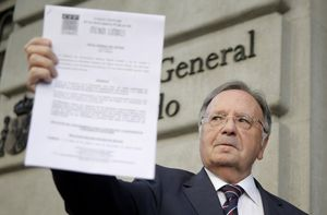 El presidente de Manos Limpias, Miguel Bernard, tras presentar una denuncia contra Artur Mas, en agosto del 2015.