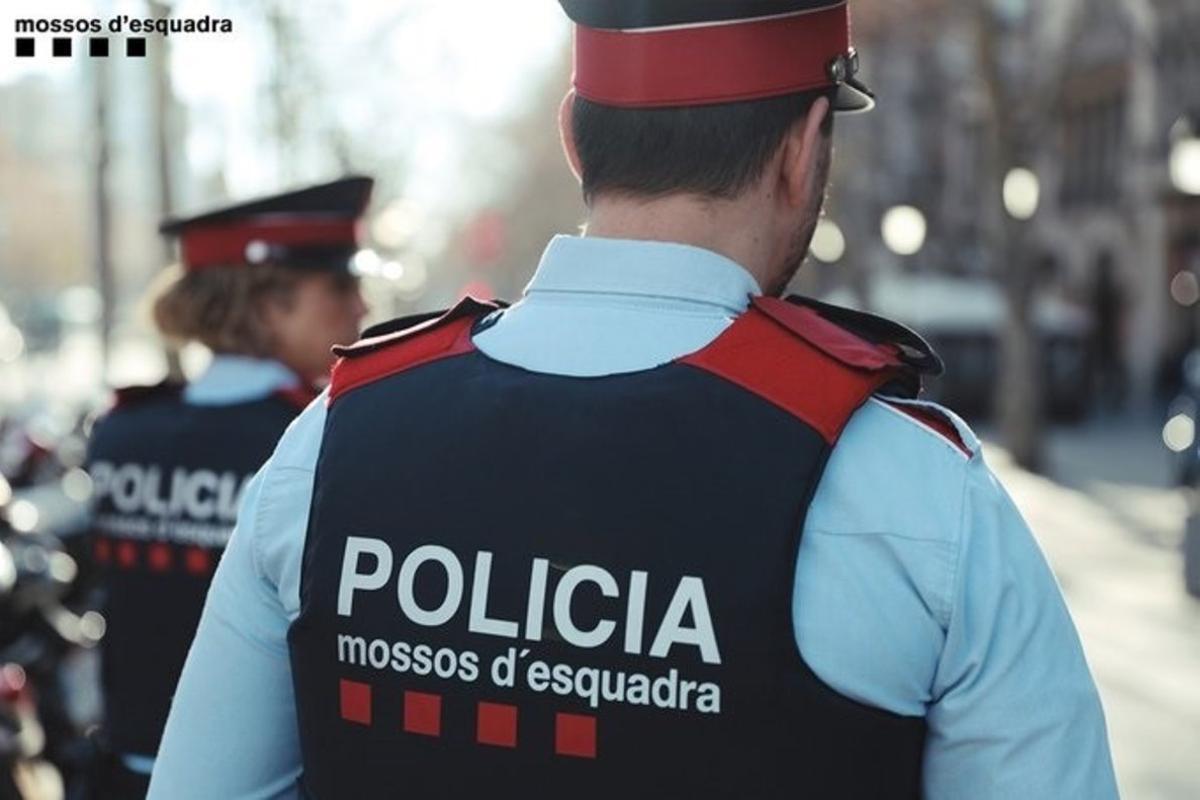 Agentes de una patrulla de Mossos d'Esquadra.