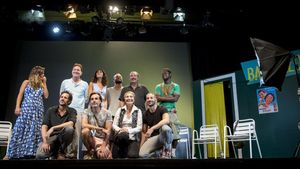 Assumpta Serna y Toni Sevilla, entre otros actores, sobre el escenario del Teatro Aquitania, a finales de este agosto, antes de estrenar 'La canción de Ipanema'.