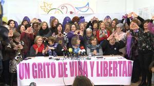Lectura del manifiesto feminista 'Ni un paso atrás' en Valencia.