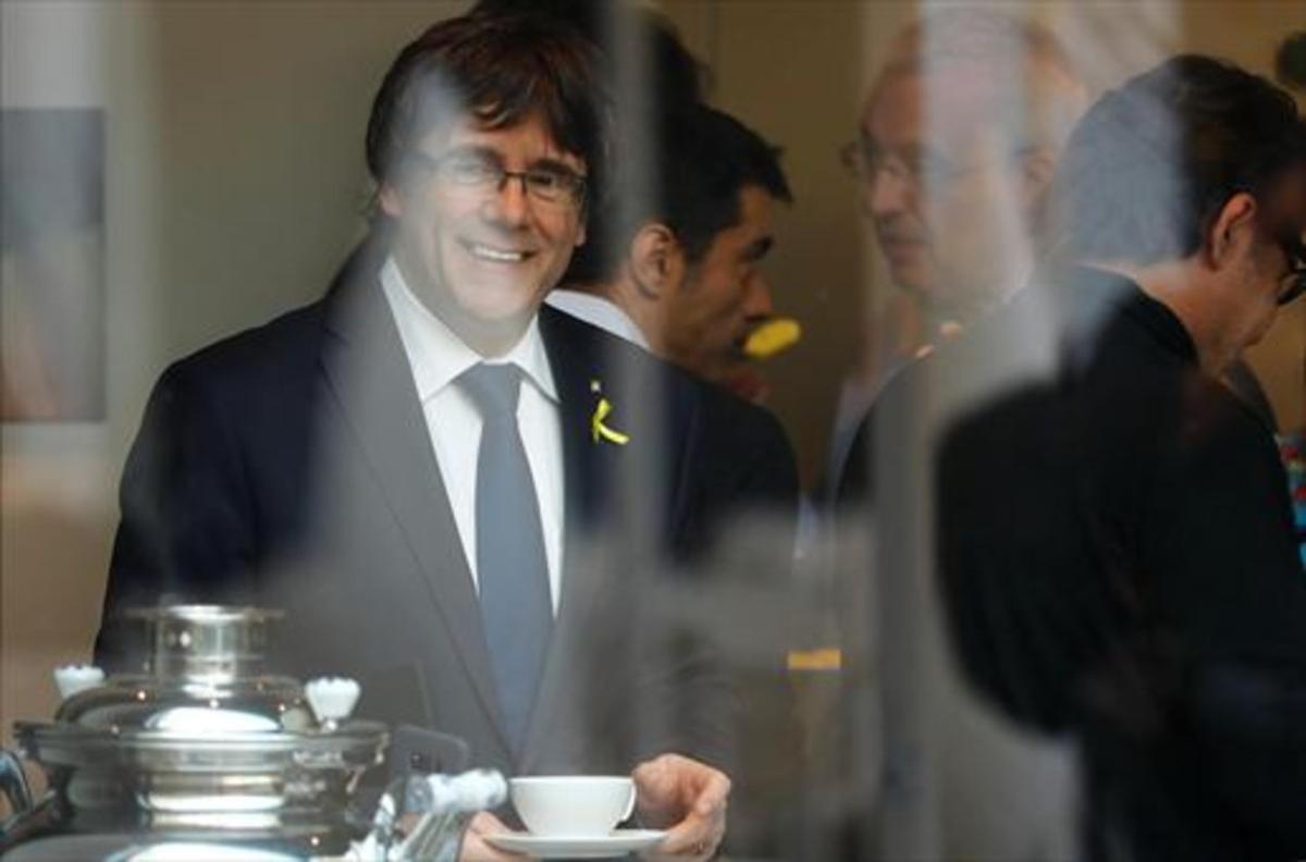Carles Puigdemont, ayer, en unreceso de la reunión de  JxCat en Berlín.
