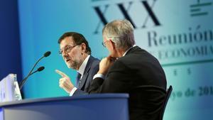 Rajoy clausura la reunió del Cercle d'Economia, amb el president de l'entitat, Antón Costas.
