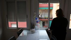 Juliana, madre soltera que acumula varias facturas impagadas por su falta de recursos económicos.