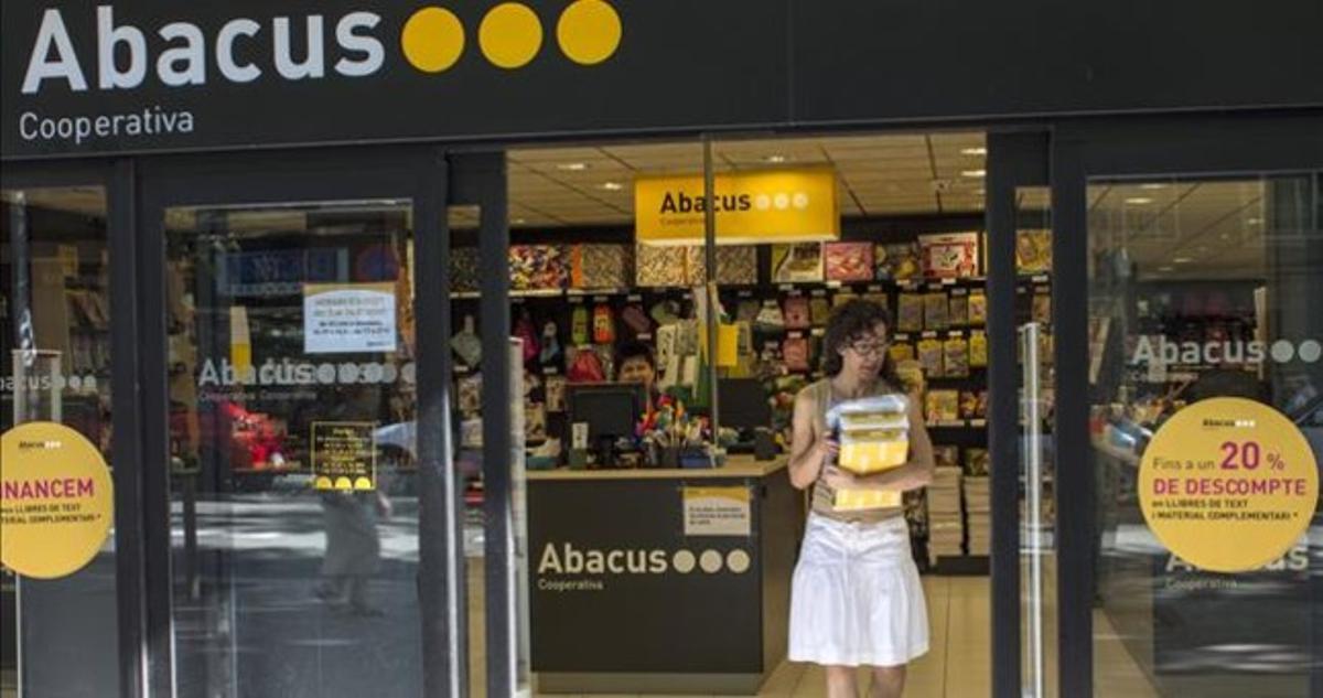 Una botiga d'Abacus al barri de Sant Andreu.