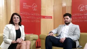 Adriana Lastra y Gabriel Rufián, durante la reunión que mantuvieron en julio.