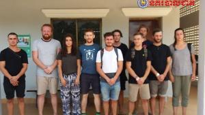 Un total de 10 jóvenes turistas que visitaban Camboya han sido detenidos por las autoridades del país por producir material pornográfico en una fiesta cerca del templo sagrado de Angkor Wat.