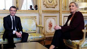 Emmanuel Macron y Marine Le Pen, durante una reunión en el Palacio del Elíseo, en febrero de 2019.