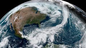 Fotografía satelital del huracán Eta de categoría 4 en el Caribe.
