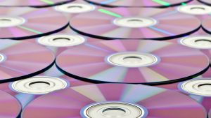 Los DVDs y CDs, un formato prácticamente extinguido.
