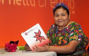 Rigoberta Menchú fotografiada a Cornellà aprofitant la seva visita al Fòrum el 2 de març passat.