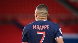 Mbappé, en el duelo de Liga que el Paris SG perdió con el Mónaco tras golear al Barça.