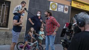 Quim Masferrer, en un momento de su espectáculo itinerante al aire libre 'Moltes gràcies', este jueves en Sant Joan Despí.