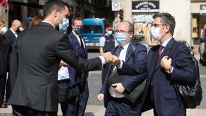 Roger Torrent recibe a Miquel Iceta y Félix Bolaños, a su llegada al Palau de la Generalitat.