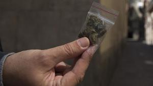 Una dosis de marihuana como las que se ofrecían en la calle antes del confinamiento.