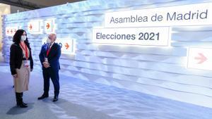 La presidenta madrileña, Isabel Díaz Ayuso, visita el Centro de Procesamiento y Difusión de Datos para las elecciones del 4-M, este 3 de mayo.
