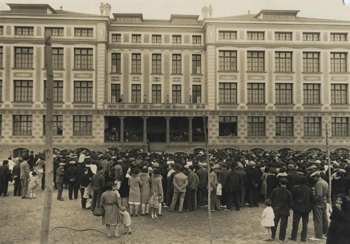 Inauguración del grupo escolar Lluís Vives, el 6 de abril de 1931.