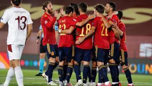 Los jugadores celebran un gol durante la fase clasificatoria a la Eurocopa 2021.
