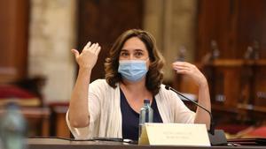 La alcaldesa de Barcelona, Ada Colau en el Saló de Cent, en julio pasado.