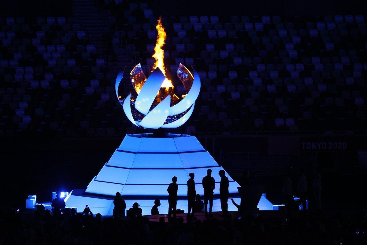 Instante en el que se apaga la llama olímpica de Tokio.
