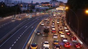 BARCELONA 08 12 2020  Barcelona   Rerotno de coches del puente de la Purisima  entrada de Barcelona por la Meridiana FOTO de ELISENDA PONS