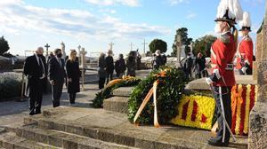 La ofrenda floral a la tumba del expresidente de la Generalitat Francesc Macià