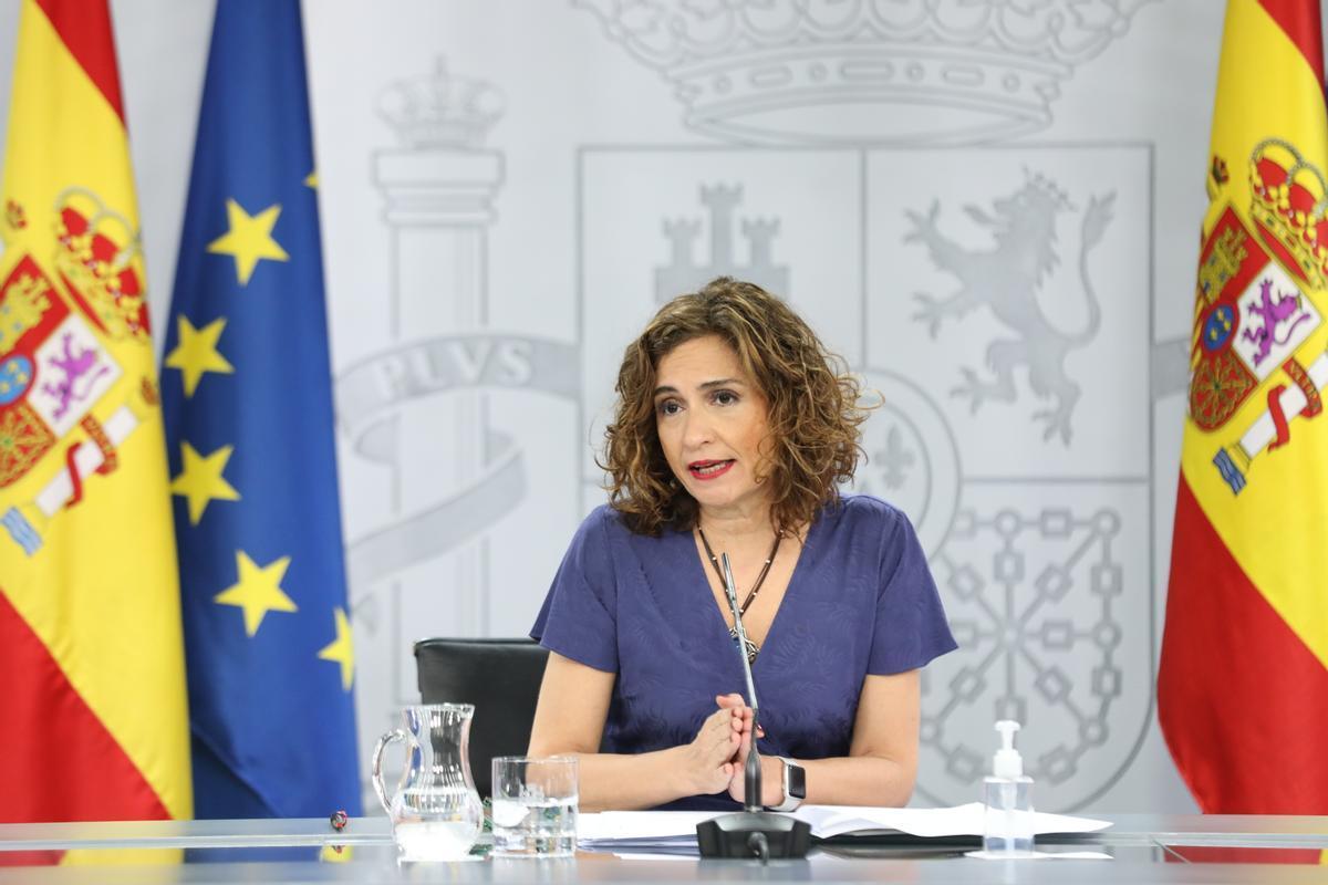 La portavoz del Gobierno, María Jesús Montero, en la rueda de prensa posterior al Consejo de Ministros de este 24 de junio, en la Moncloa.