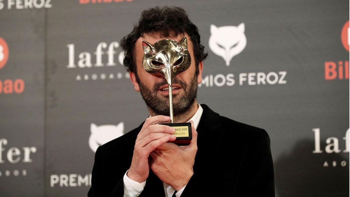 Las películas 'Campeones' y 'El reino', ganadoras de los Premios Feroz 2019. En la foto,El realizador Rodrigo Sorogoyen, con el premio a mejor dirección por 'El reino'.