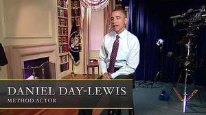 Barack Obama participa en este tráiler del director de cine Steven Spielberg sobre una película sobre el mismo Obama. Spielberg asegura que Daniel Day Lewis va a encarnar al presidente de EEUU, pero en el tráiler es el mismo Obama quien hace de Daniel Day Lewis. El vídeo se hizo público durante la cena de corresponsales en la Casa Blanca.