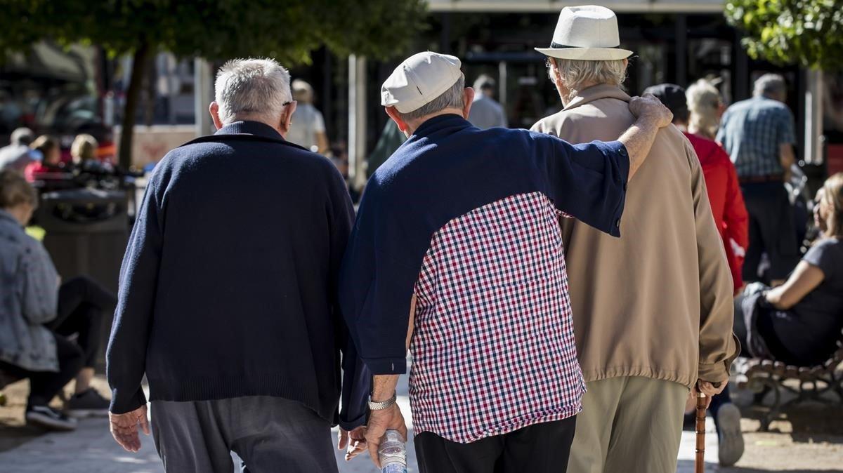 La pensió mínima de jubilació es fixa en 689 euros i la màxima, en 2.707 euros