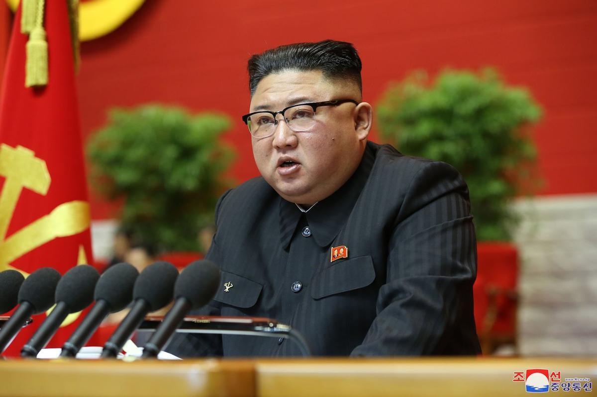 Kim Jong-un admite ante el partido único que el país pasa penurias económicas.