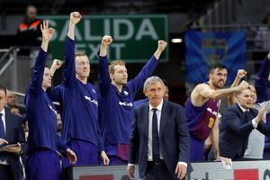 Pesic sigue el juego mientras el banquillo del Barça celebra el triunfo en cuartos