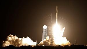 S'enlaira la primera missió tripulada de SpaceX amb un coet reutilitzat
