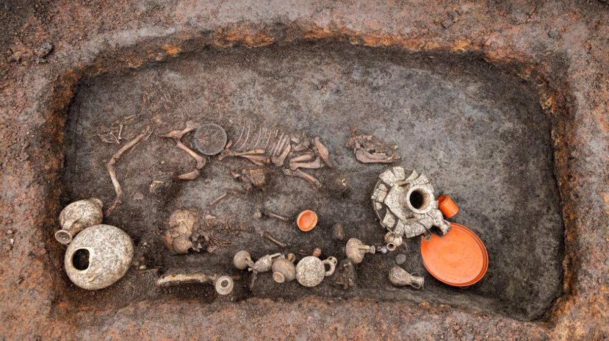 Descoberta a França la tomba d'un nen de fa 2.000 anys
