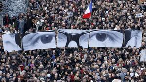 Manifestación multitudinaria en París tras los atentados contra 'Charlie Hebdo', el 11 de enero del 2015.