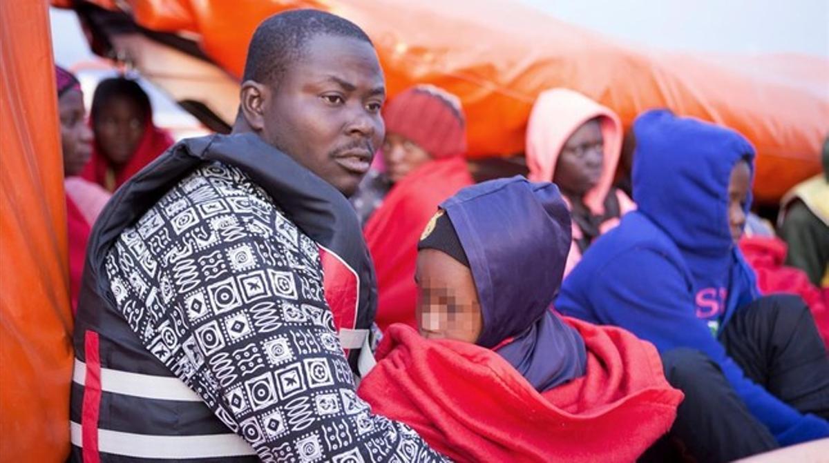 Llegada a Motril de uno de los grupos de inmigrantes