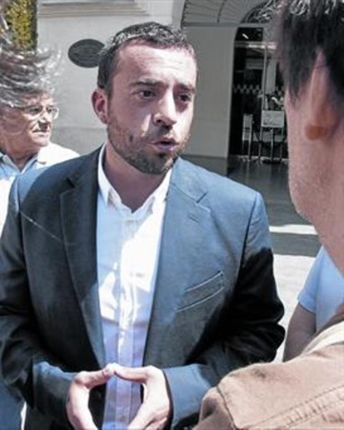 Àlex Pastor departe con la prensa durante su comparecencia, ayer.