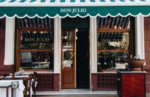 Fachada del restaurante Don Julio, en Buenos Aires.