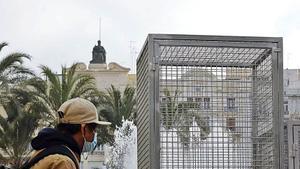 La «jaula» con el detector de aerosoles.   MIGUEL A. MONTESINOS