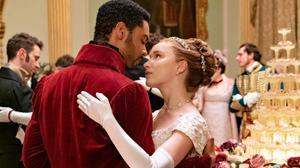Regé-Jean Page y Phoebe Dynevor, como Simon y Phoeme, la apasionada pareja de 'The Bridgerton'