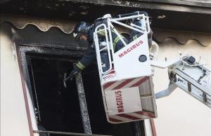 Una nena mor al saltar al buit quan fugia d'un incendi a casa seva a Saragossa